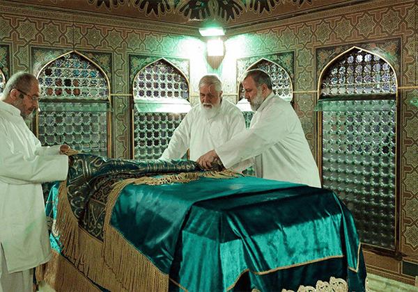 نماهنگی از مراسم غبار روبی مضجع شریف حضرت علی بن موسی الرضا علیه السلام در آستانه ماه رجب و سال جدید